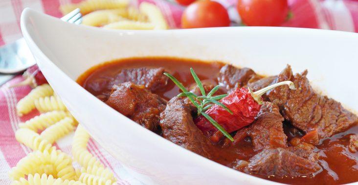Les viandes cuisinées à la cocotte en fonte sont tendre et gouteuses